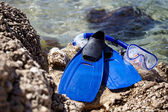 Mask, snorkel and fins for snorkeling — Stock Photo