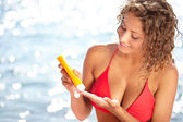 Woman applying sun block solar cream for UV protection — Stock Photo