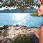 Woman in bikini near edge of infinity pool — Stock Photo #41538443