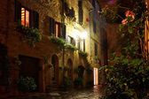 Osvětlené ulice pienza — Stock fotografie
