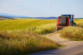 Tractor in the fields of Tuscany — Stock Photo