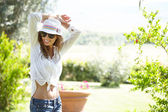 Summer woman with hat — Stock Photo