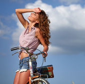 Sexy girl next to the bike — Stock Photo