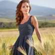 Woman in the Toscana field — Stock Photo
