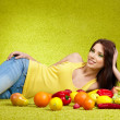 Young woman shopping for vegetables — Stock Photo #5309499