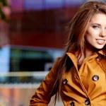 Young brunette woman portrait in autumn color — Stock Photo #7133228