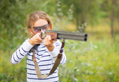 A young girl with a gun for trap shooting — Stock Photo