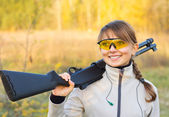 Girl with a shotgun — Stock Photo