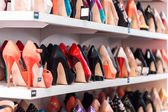 Shoes on the shelves — Stock fotografie
