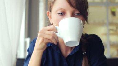 Girl drinks coffee — Stock Video