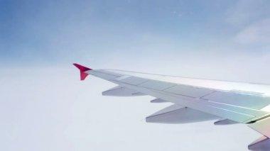 Pilotando um avião nas nuvens — Vídeo stock