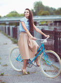 Young beautiful, elegantly dressed woman, summer and lifestyle — Stock Photo