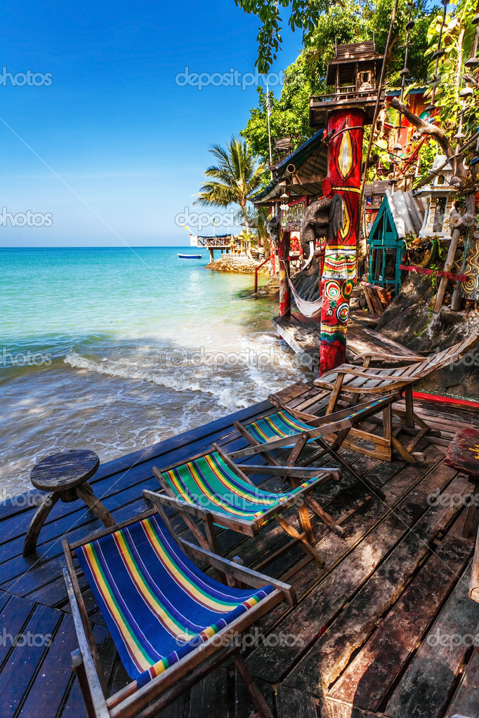 Beautiful tropical beach with  sea view, clean water & blue sky. Nature background — Stock Photo #13263124