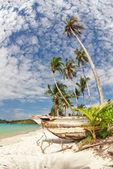 Viejo barco tailandés en la playa — Foto de Stock