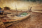 Old Thai boat at the beach in grunge — Stock Photo