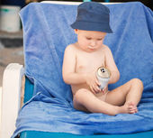 Small boy on beach chair — Foto de Stock
