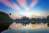 Sunrise at angkor wat temple, cambodia — Foto de Stock