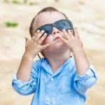 Portrait of child with sunglasses — Stock Photo