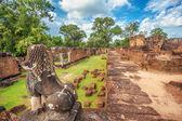 Antiguo templo jemer budista en complejo de angkor wat — Foto de Stock