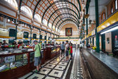 Customers and tourists at the General Post Office in Ho Chi Minh — Stock Photo