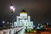 Bridge over the Moscow river near Cathedral of Christ the Saviou — Stockfoto