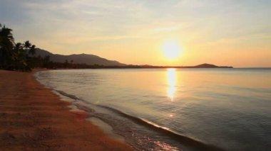 Zonsondergang en zee — Stockvideo