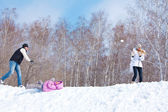 Family playing snowball — Stock Photo
