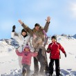 Familie im winter — Stockfoto