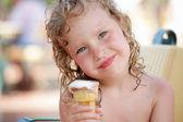 Child eating ice cream — Stock Photo