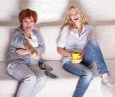 Mother with adult daughter watching television — Foto de Stock