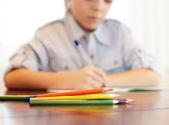 Ragazzo di casa lezioni — Foto Stock