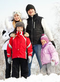 Happy family in winter park — ストック写真