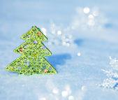 Schneeflocken auf schnee — Stockfoto