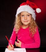 Mädchen schreiben einen brief an den weihnachtsmann — Stockfoto