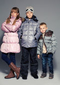 Kinder in winterkleidung — Stockfoto