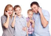 家族、電話で話す — ストック写真