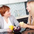 Mother and daudhter talking on the kitchen — Stock Photo