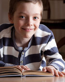 Boy reeding book — Stock Photo