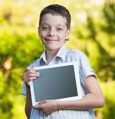 Jongen met tablet pc — Stockfoto