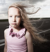 Sad child near road — Stock fotografie