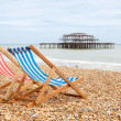 Deckchairs on Brighton beach. Brighton, England — Stock Photo