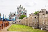 Tower of london och tower bridge. London, england — Stockfoto