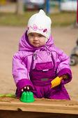 Child plays in sandbox — Stock Photo