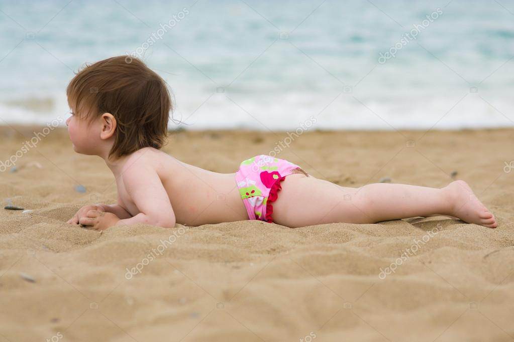 photos of girls laying on the beach № 11760