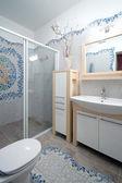 фрагмент нового интерьера ванной — Стоковое фото