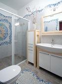 Fragment d'un nouvel intérieur de salle de bain — Photo