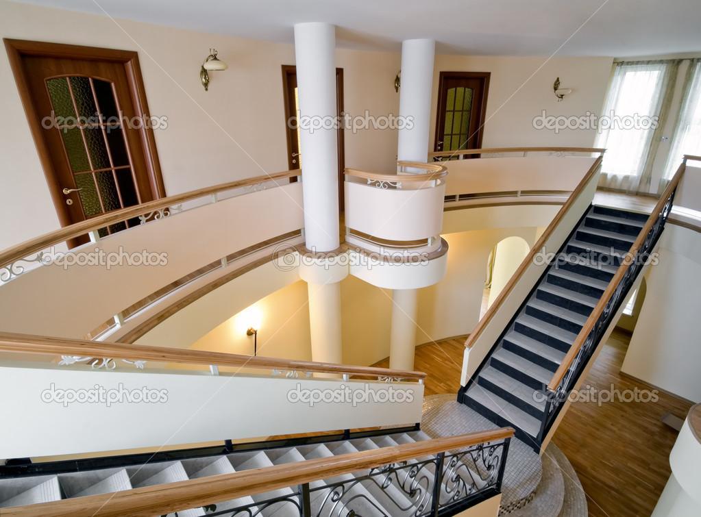 Int rieur de la nouvelle maison de ma tre avec escalier et for Photo escalier interieur maison