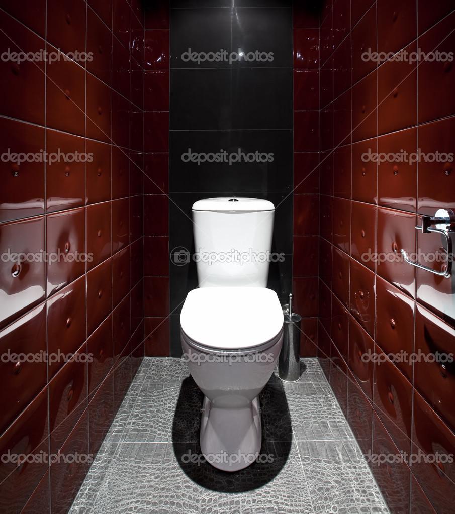 Красно-чёрный дизайн туалета