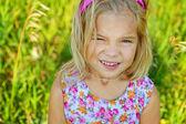 美丽微笑的小女孩关门 — 图库照片