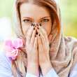 Foto Stock: Young woman covered her hands